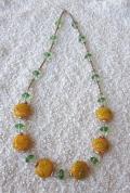 Rota ar dzeltenām stikla pērlēm