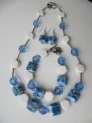 Zils rotu komplekts ar baltu koralli